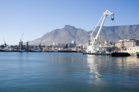 Floating crane at Table Bay Harbour [1001235690]
