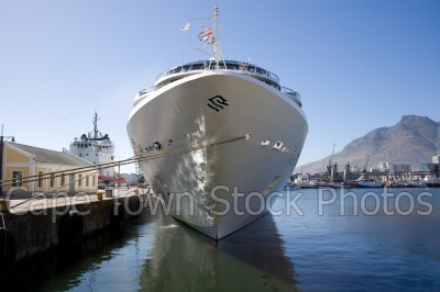 v&a waterfront,ships,table bay harbour