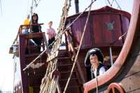 Jolly Roger pirate ship [1001235805]
