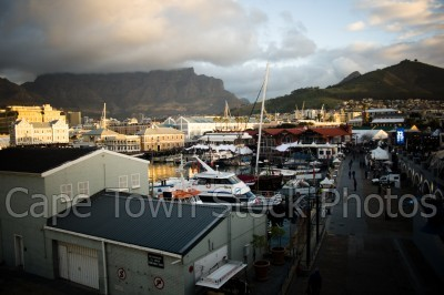 v&a waterfront,cloud,boat,table mountain