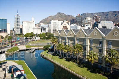 city,table mountain,devil's peak,buildings,canal