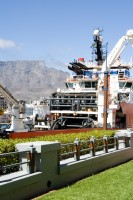 Tugboat and Table Mountain [1102051137]