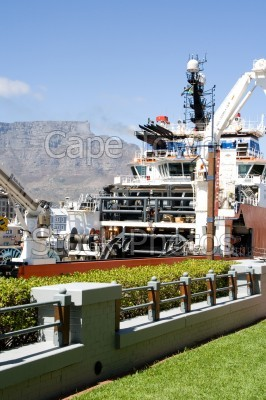 v&a waterfront,harbour,boat,table mountain