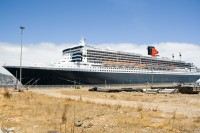 Queen Mary 2 in Table Bay harbour [1102051231]
