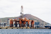 Oil rig in Table Bay harbour [1102051258]