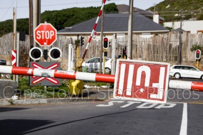 stop sign,full,railway crossing,signs