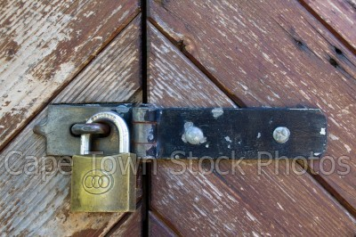 door,bold,lock,rusted