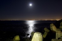 The moon rising over Table Bay [1301264205]