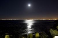 The moon rising over Table Bay [1301264206]