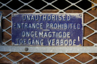 Unauthorised entrance sign [1303094459]