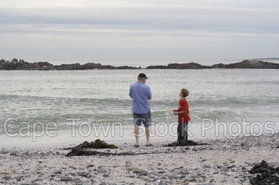 sea,beach,people,children,big bay,dusk,fathers