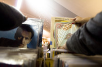 Looking at vinyl LP records [1307076868]