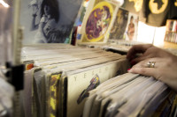 Looking at vinyl LP records [1307076874]