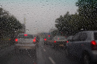 Driving in traffic in the rain [1401080123]
