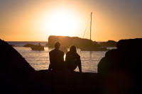 Camps Bay – Couple sitting on rocks at sunset [1502177986]