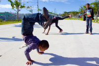 Black kids of Khayelitsha playing in the park [1506060334]
